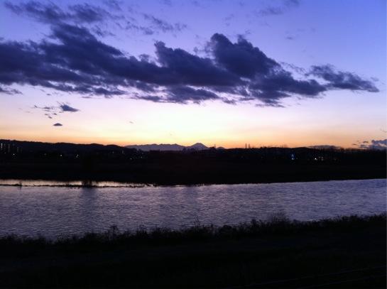 多摩川から